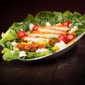 Natürlich gibt es neben gehaltvollen Burgern auch knackigen Salat