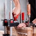 Mensch, Werkzeug und Werkstück - fertig ist das Schreiner-Bild