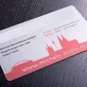 Die Karten können vom Kunden individuell bedruckt werden und verfügen natürlich auch über ein Unterschriftenfeld. Durch den Bezug zu Köln wird der Lokalpatriotismus unterstrichen.